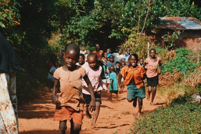 childrenrunningafrica