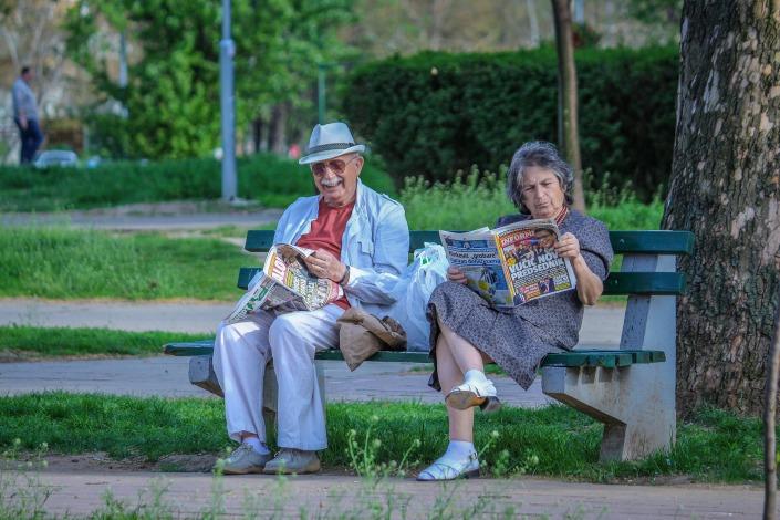 grandparents-2807673_1920